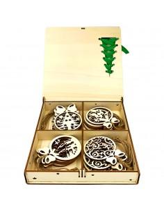 Cutie cu ornamente de craciun lemn